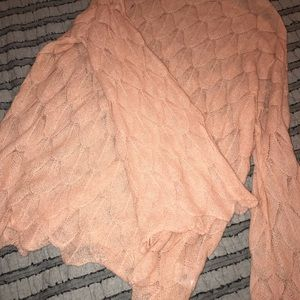 NWT size L pale coral top w scalloped edges